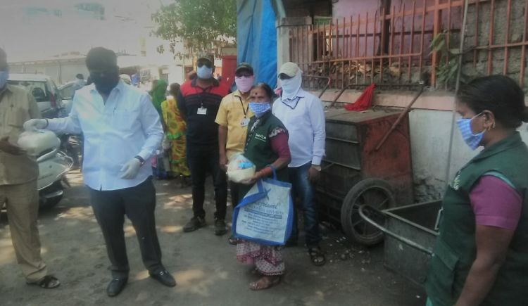 (Pune) Waste Pickers putting their lives at risk.